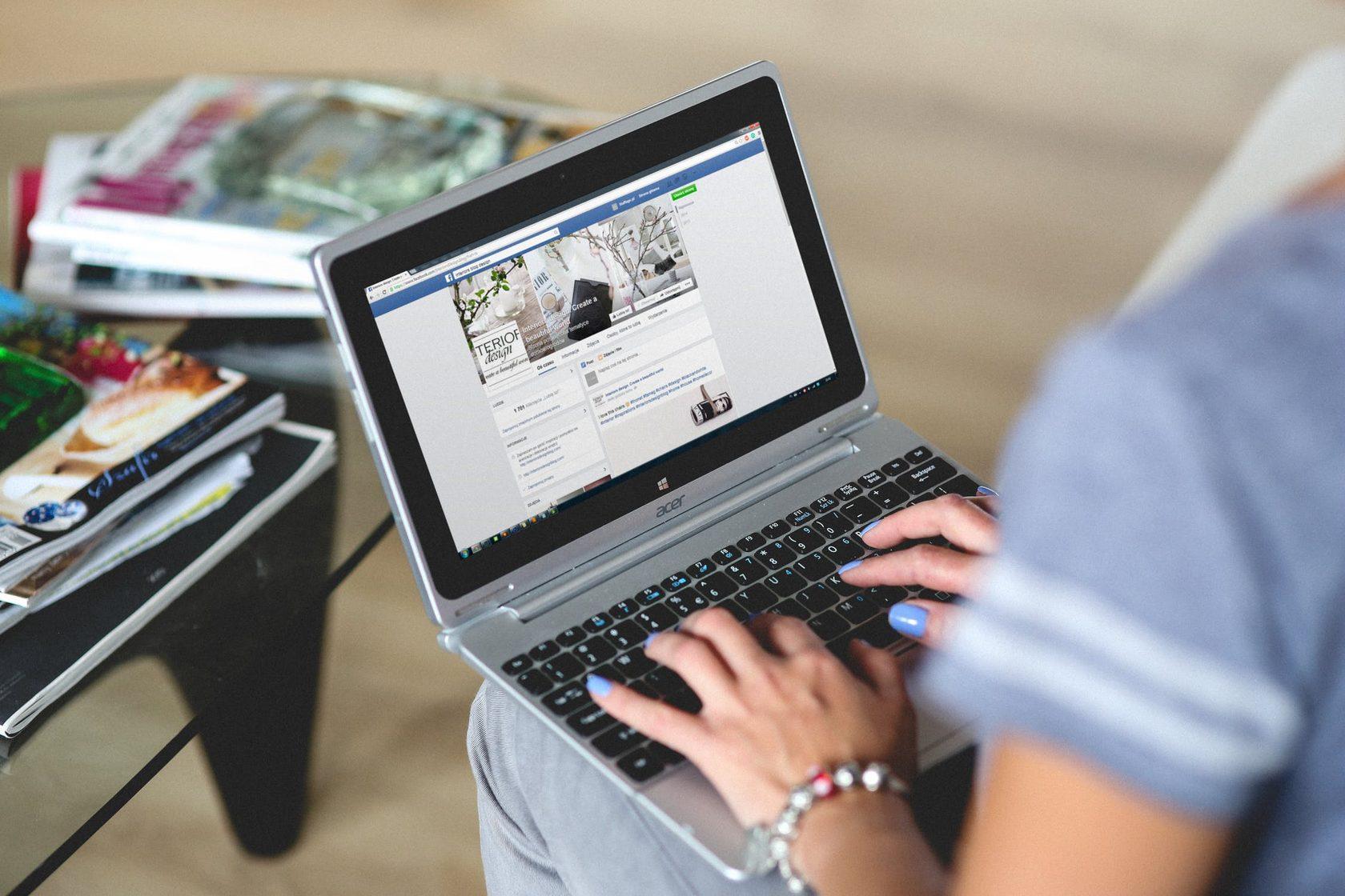 hands-woman-laptop-n